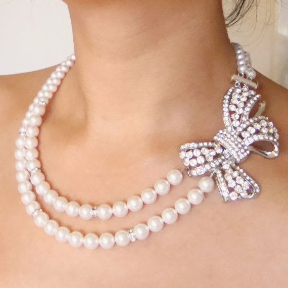 gorgeous bow necklace