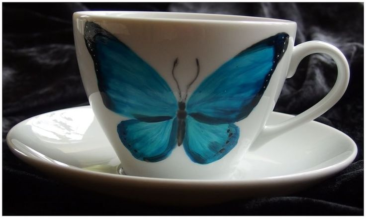 Morpho by Xantosia ~ Agnieszka Sokołowska. Hand painted on porcelain. All my porcelains are painted with Talens Decorfin Porcelain and baked in high temperature, so they are pretty durable. #xantosia #morpho #handmade #filiżanka #teacup #teatime #porcelana #porcelain #motyl #butterfiles #motyle #blue #niebieski #cup #handpainted #reczniemalowane #nature #owad #insect