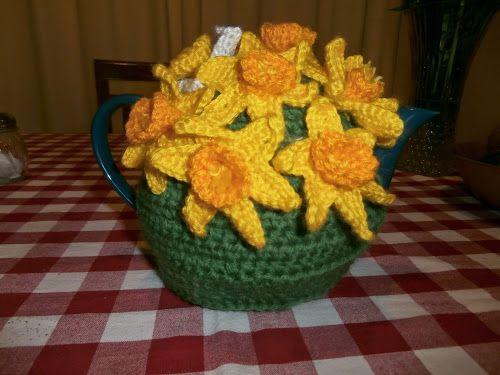 Daffodil tea cosy