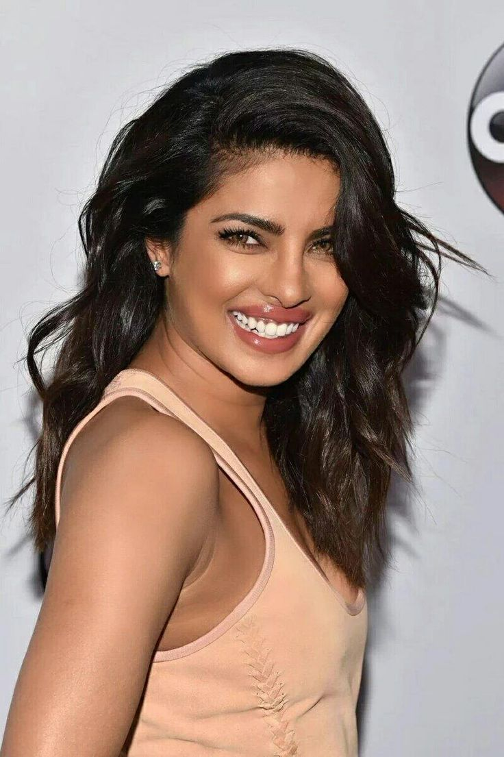 Priyanka Chopra At ABC Upfronts — Copy Her Sexy Hairstyle