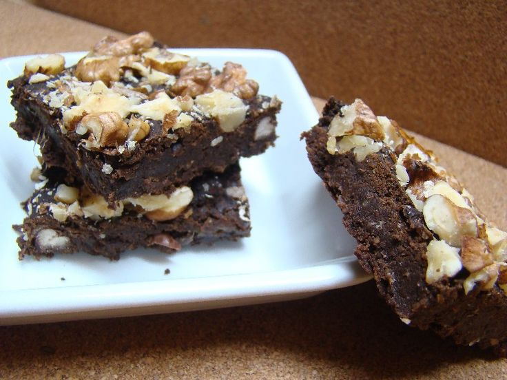 Fazolové brownies s karobem a vlašskými ořechy