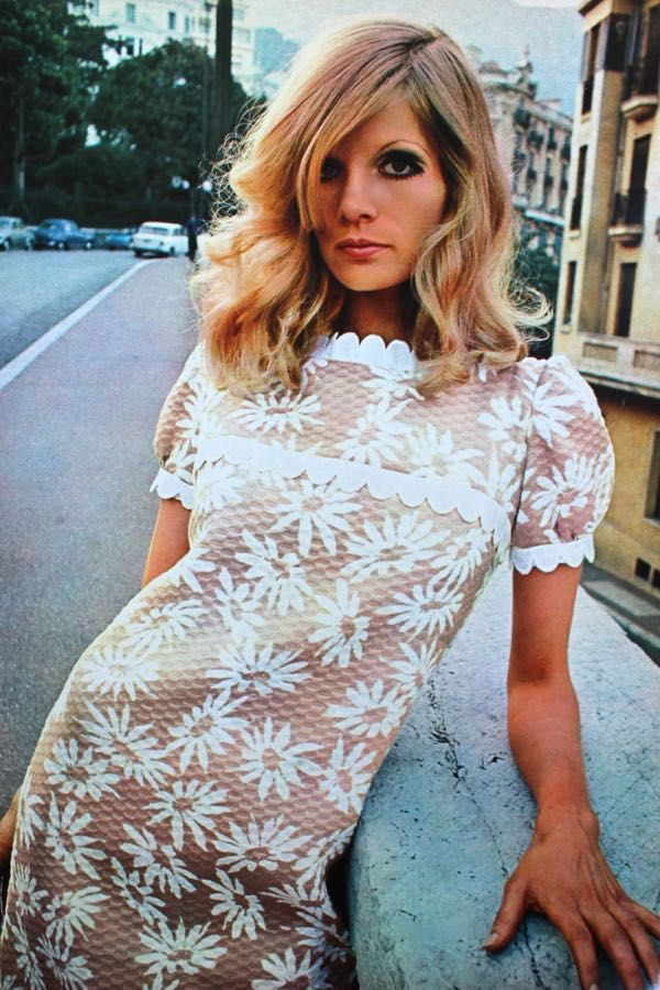Willy van Rooy in a dress splashed with daisies by Chloé, photo Helmut Newton, Elégance Paris 1968