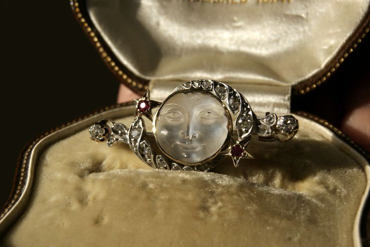 RARE ANTIQUE VICTORIAN MAN IN THE MOON MOONSTONE CAMEO DIAMOND AND RUBY BROOCH