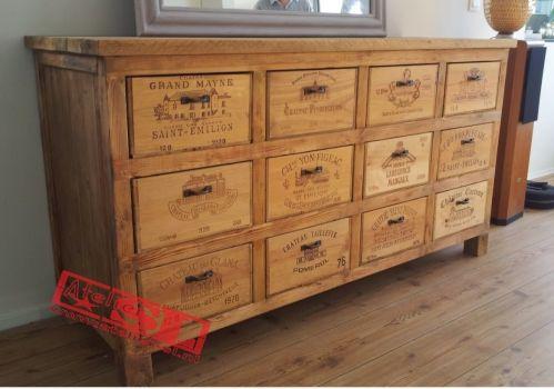 """WijnkistKast met 12 lades. De kast is gemaakt van sloophout en oude wijnkisten. Afmetingen: 155 x 80 x 52 cm. (BxHxD) De wijnkisten """"Grands Crus"""" komen uit Frankrijk. Dit meubel is uitgevoerd voor """"Chateau de Roo"""". Voor meer informatie kunt u contact opnemen met: www.wijnkistkast.nl"""
