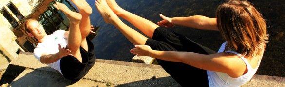 A páros jóga: óriási erő apró gesztusokban | Gerincjóga Klub - jóga és gyógytorna Budapesten