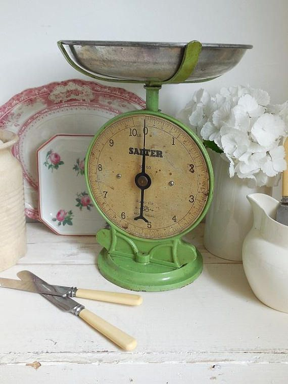 Check out this item in my Etsy shop https://www.etsy.com/uk/listing/534980788/wonderful-vintage-kitchen-scales