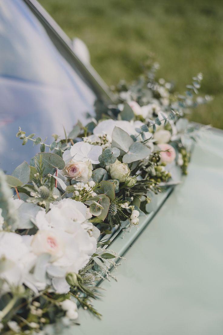 Soft Blooms + Pale Blue Wedding Inspiration at Hoveton Hall – Hochzeitsauto