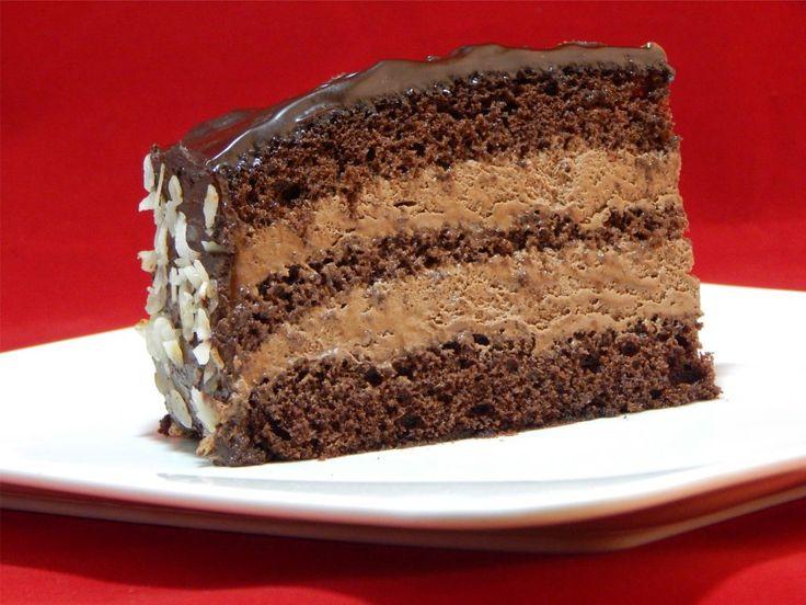 Csoki torta 23 cm-es tortaformához   Kakaós piskóta 6 db L-es méretű tojás 120 g kristálycukor 120 g rizsliszt 60 g kakaópor 5 g vaj a tortaforma kikenéséhez   Csoki krém 250 g 70%-os étcsoki 750 ml habtejszín 100 g porcukor   A krém elkészítése: A csokoládét apróra törjük. A habtejszínt a Read more