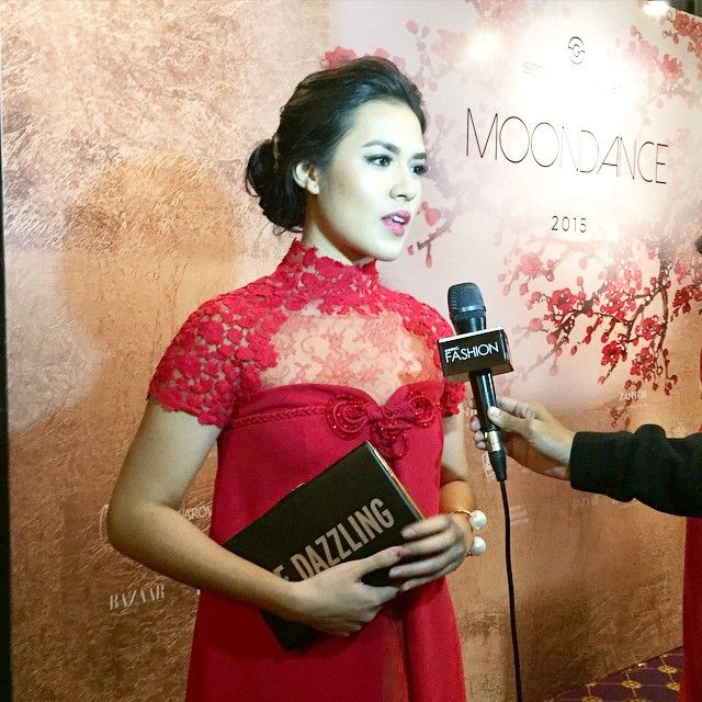 The girl with the golden voice, Raisa, looked marvellous in her first-ever cheongsam and it just happens to be a SebastianGunawan.  #SEBASTIANGUNAWAN #MOONDANCE2015 #Raisa #red #cheongsam #artist #singer #indonesia #iphonesia #potd #cny #celebration #interview #love #fashionshow