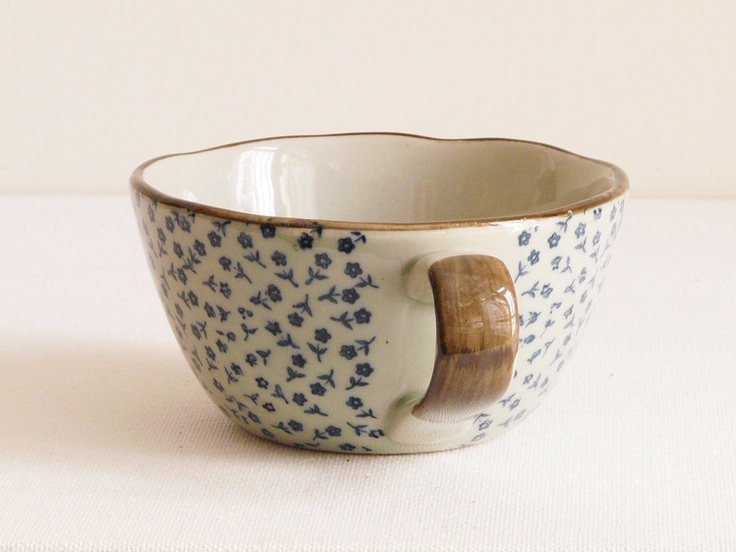 A cup of tea in this porcelain cup: Mixed Bowls, Cups Floral, Floral Teacups, Ceramics Cups, Coffee Teas Cups, Ceramic Cups, Ceramics Stuff, Kitchens Things, Porcelain Cups