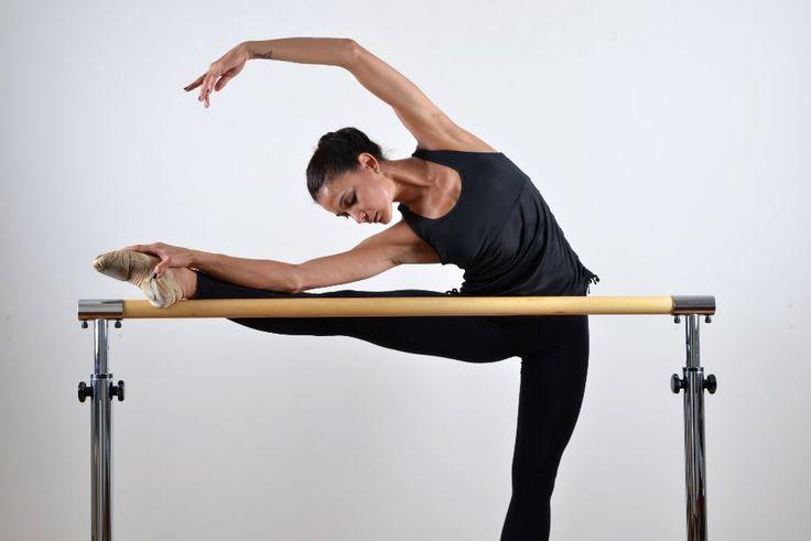 A modalidade que mescla a delicadeza da dança clássica com movimentos de repetição da ginástica tradicional tem feito a cabeça das celebridades.