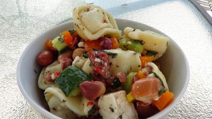 Dans la cuisine de Annie: Salade de tortellini à la grecque