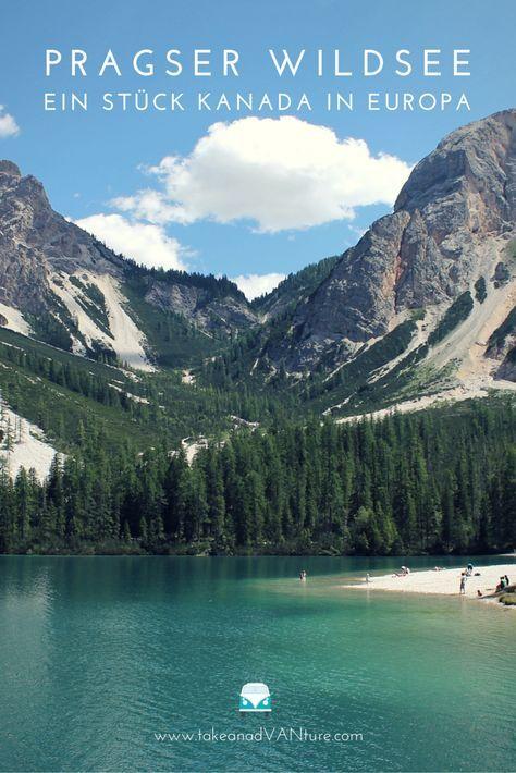 Pragser Wildsee, Dolomiten. Wasser in tiefstem Blau vor traumhafter Bergkulisse. Ein Paradies für Outdoorliebhaber.