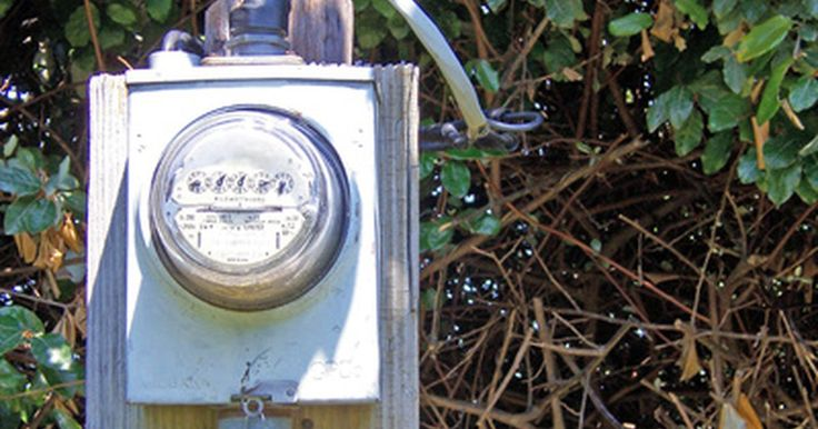 Como calcular o kWh pela leitura de um medidor. Se você tem acesso ao seu medidor, pode ler seu consumo de energia desde a última conta e estimar o quanto terá que pagar de energia elétrica. Você precisará da sua conta mais recente, que mostrará a última leitura do medidor e a taxa de cobrança pelo kWh (quilowatt hora).