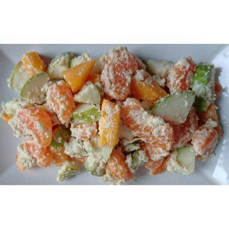 #фруктовыйсалат: хурма, мандарины, груша,  сок лимона, молотый кунжут  #сыроедение #веганство #вегетарианство #rawlara #raw #veg #vegan #vegetarian