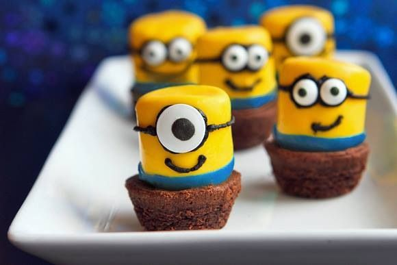 "Minions brownies made with marshmallows .. How awesome are these for a Despicable Me birthday party..   Ps: Steps on how to make these are in my board ""kids parties"""