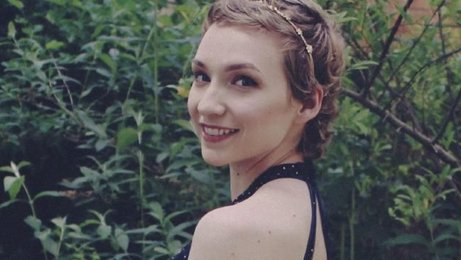 Ovarian cancer symptoms: 'Overnight I looked five months pregnant', 17yo Ruby McKinnon says