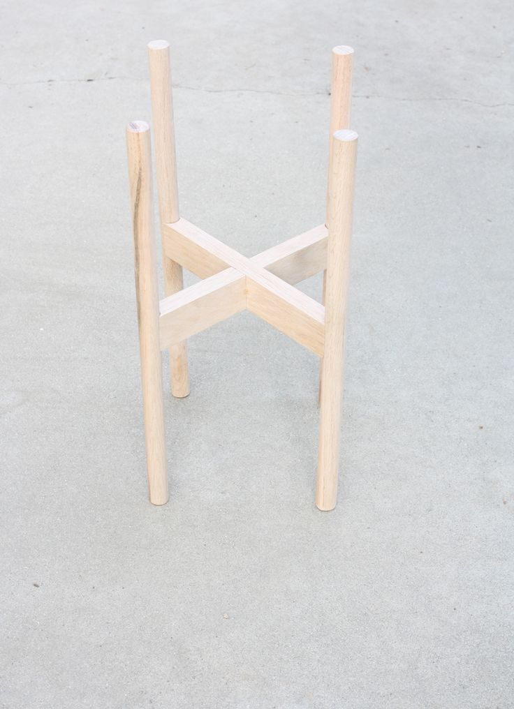 Wood Plant Stand Tutorial   This DIY tutorial will come in handy one day.