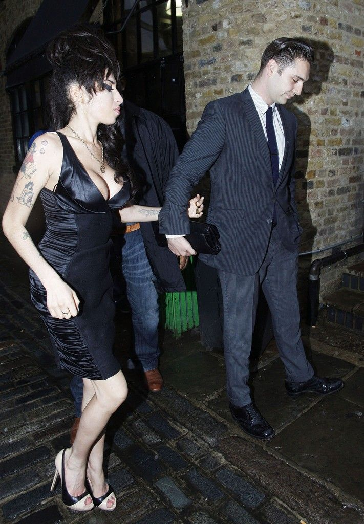 Amy Winehouse and Reg Traviss Photo - Amy Winehouse and Reg Travis Leave Stables Market