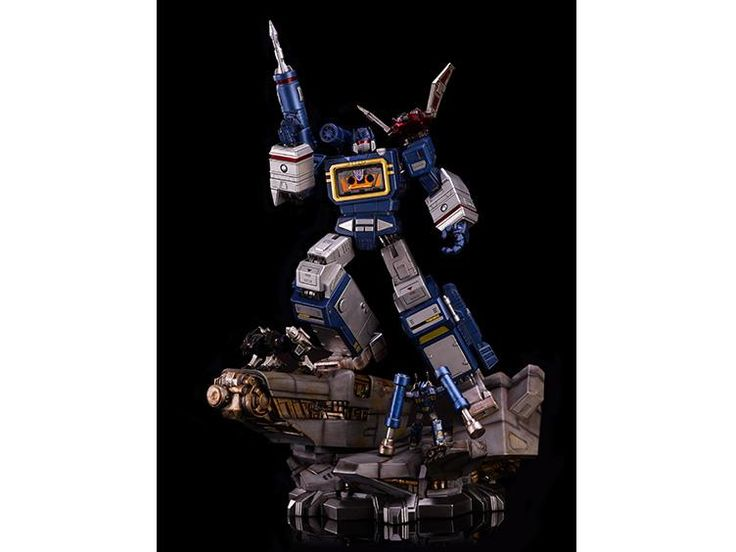 Transformers Generation 1 Soundwave Statue With Exclusive Ratbat (LE 200) - Transformers Statues Generation 1
