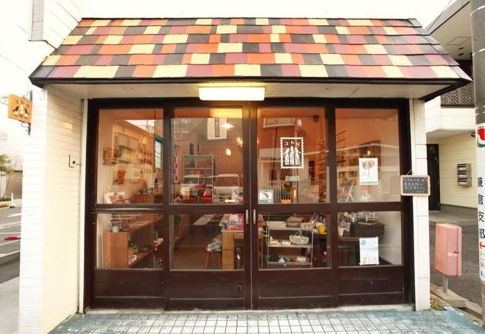 JR鎌倉駅から徒歩10分前後の場所にある「文具と雑貨の店 コトリ」。 歴史、文化の地であり、山も海の両方が楽しめる自然も魅力的な鎌倉の地にあります。