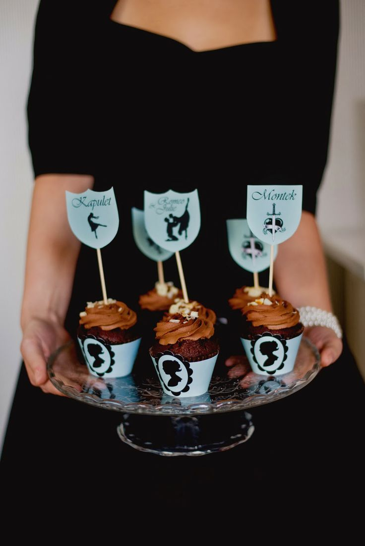 ballet Romeo and Juliet cupcakes