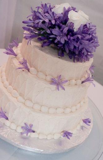 buttercream, classic, cream, fresh flowers, violet, wedding cakes, diy, Jackson, Florida