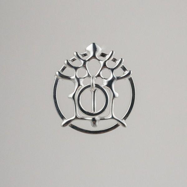 """Den """"Hellige"""" bokstaven M med krone på for Jomfru Maria ,ble brukt siden middelaldrene og Katolsk tid. Etter reformasjonen ble symbolikken glemt slik at fantasifulle forvandlinger slik som denne"""