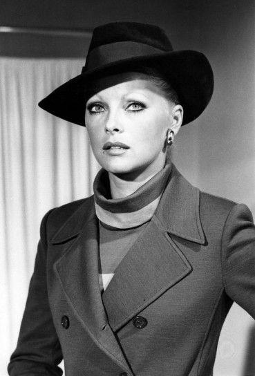 Virna Lisi con cappello