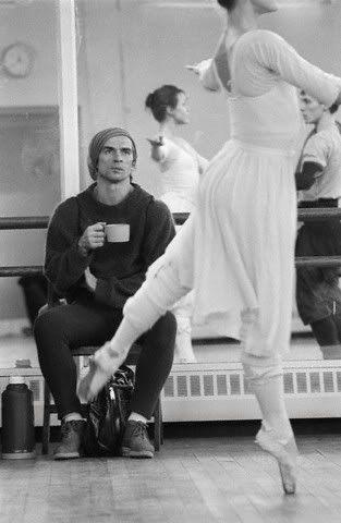 Nureyev watching rehearsal in November 1982. Photo: Julio Donoso.