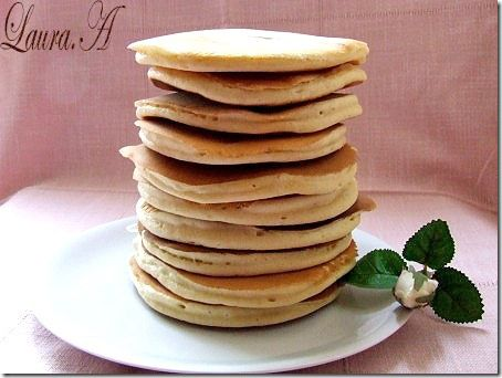 American pancakes, numite si Flapjack sau Hotcakes, atat de iubite de americani, au patruns incet si in bucataria noastra. Reteta american pancakes.