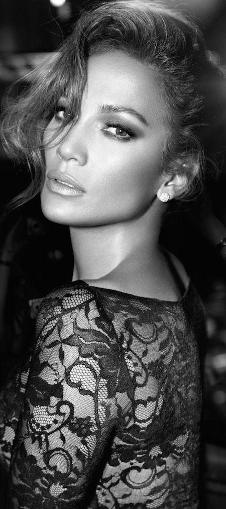 Fashion, BEAUTY, JENNIFER LOPEZ, J.LO, singer, dancer, spotlight on Jennifer Lopez