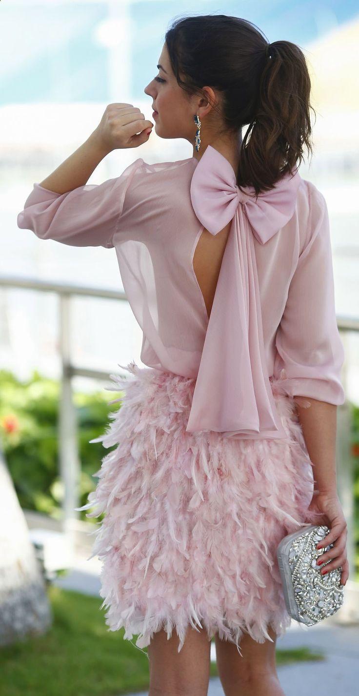Mini jupe rose, haut en voilage transparent rose, dos nu, pochette à sequins argenté, Pink Feminine Chic Blouse And Skirt Set