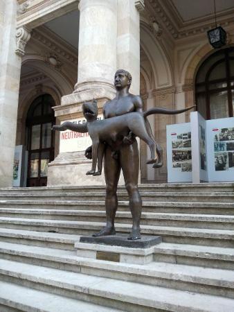 Statua di Traiano e la lupa a Bucarest