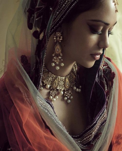Beautiful face, and the jewelry is inspiring an idea . . .