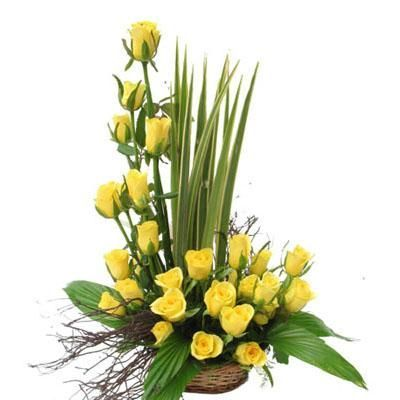 Pix For > Yellow Roses Flower Arrangements