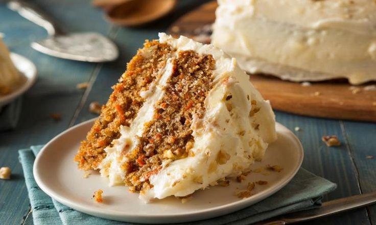 Faites PLAISIR à vos papilles avec ce gâteau aux carottes et ananas... sauce au sucre à la crème!