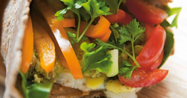 Matiga bovetewraps fyllda med ägg och grönsaker. Du steker dem enkelt i stekpannan – perfekta att ta med till stranden eller på utflykten. /Anja Forsnor