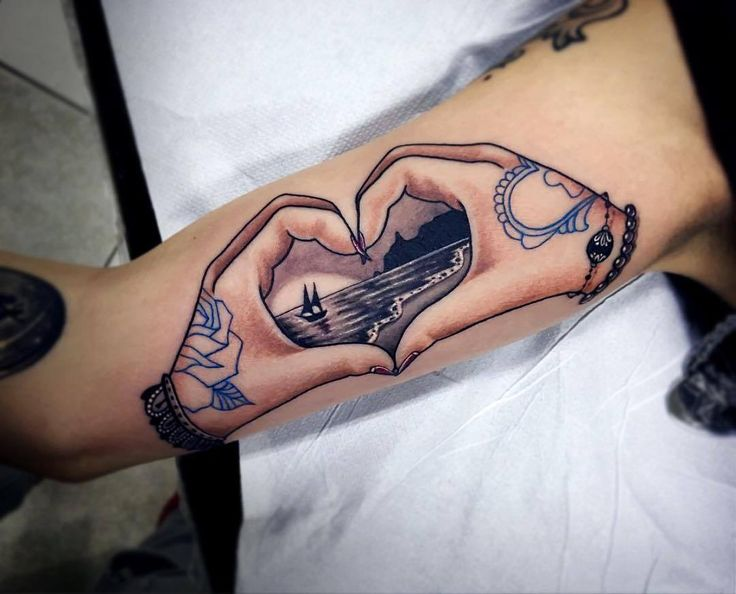 Heart Hands Tattoo Artist: EQUILATTERA  Private Tattoo Studio