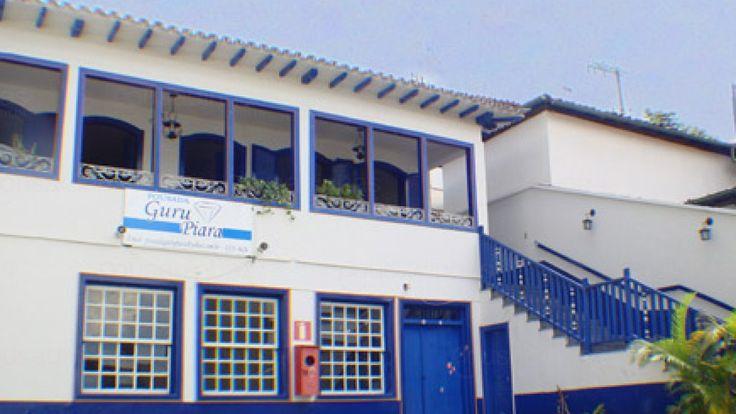 A Pousada Guru Piara está localizada no centro histórico de Diamantina - Minas Gerais - ao lado da Catedral (Igreja Matriz) e a 100 metros da Rua da Quitanda onde ocorre a Vesperata. Possui nove (09) amplos apartamentos, equipados com TV, frigobar, ventilador de teto ou de mesa, internet wireless e banho privativo.