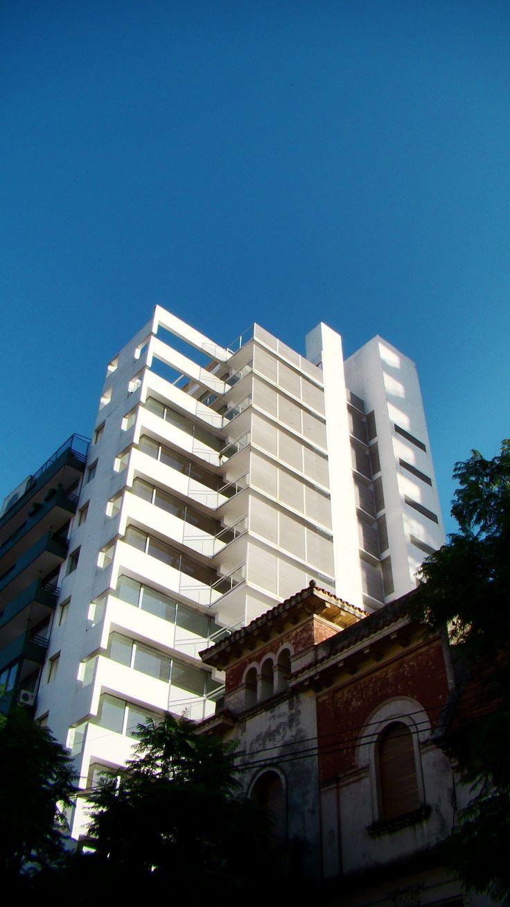Edificio Altamira_Rosario_Rafael Iglesia_2001