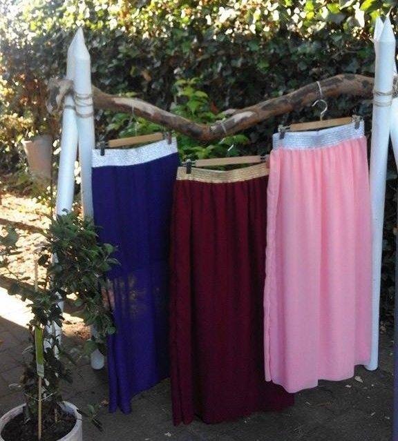 Maxi-rokken, een zaligheid om te dragen in de zomer én een projectje dat in een mum van tijd in elkaar zit. Ondertussen hangen er dus al een hoop in mijn garderobe. Alleen ontbraken er nog Maxi-rok…