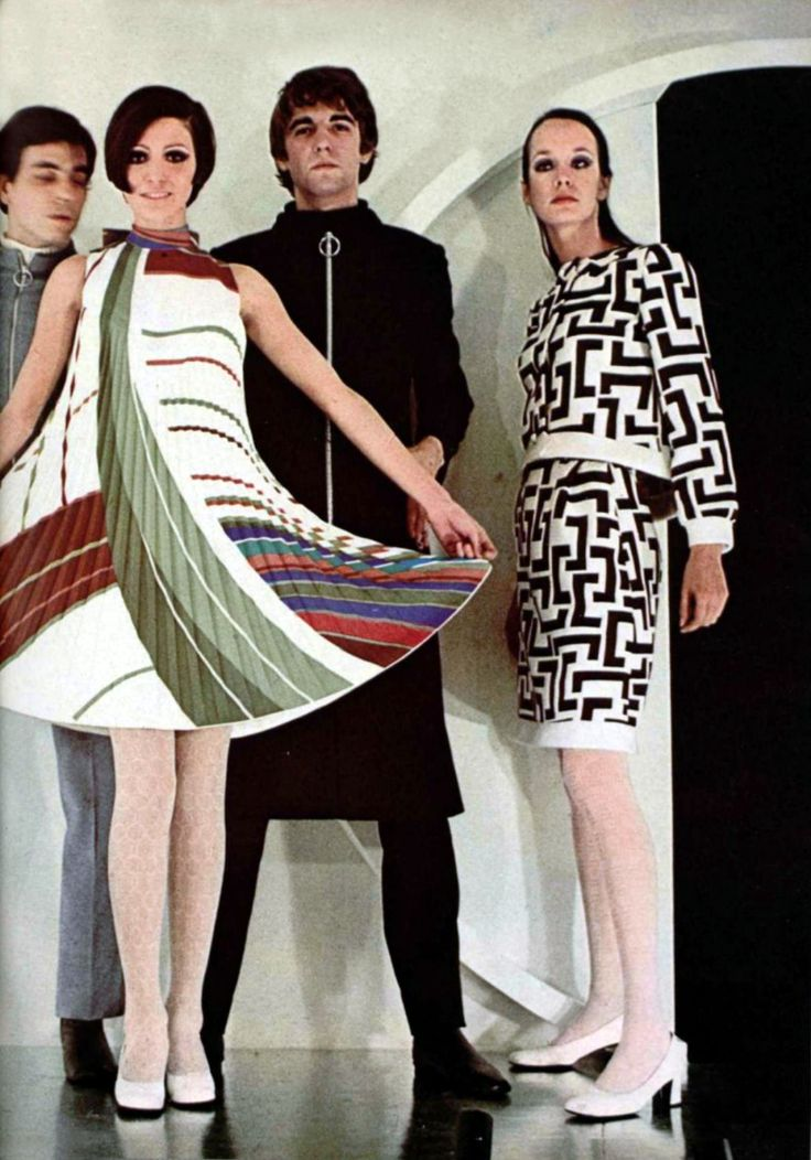 L'Officiel Magazine 1968 Pierre Cardin late 60s vintage fashion designer couture modern style tent shift graphic print space age shoes dress suit knit outfit white red green brown models magazine
