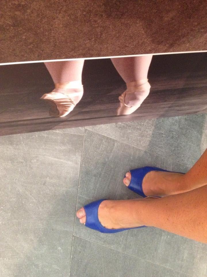 dancer or heeled shoes? this happens to #Cersaie! #CeramicheCaesar, #CaesarCersaie, #selfeet