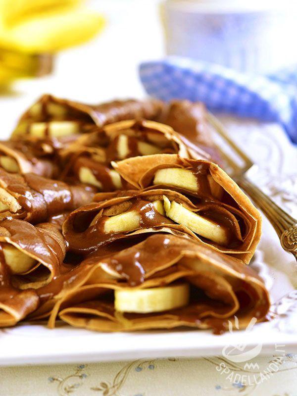 Crepes with banana and nutella - Le Crepes alla banana e nutella sono il must preferito da adulti e bambini! Per renderle ancora più golose accompagnatele con panna montata!
