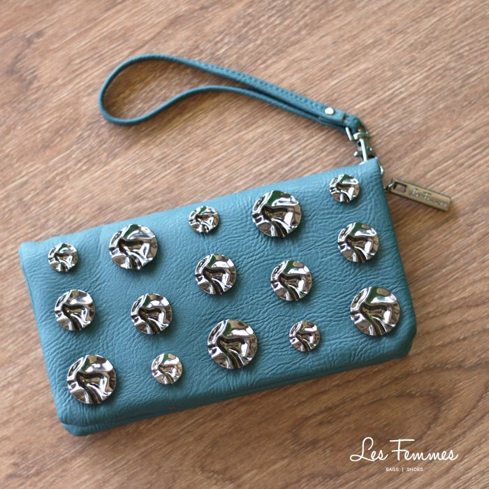 Khinara, dompet cantik dengan aplikasi metal tone studs. So trendy! Detail wallet : • Tersedia 6 warna • Ukuran 20*3*11 cm  • Harga 139,000  Order via : Website : www.lesfemmes.co.id LINE : lesfemmesbags SMS / WA : 081284789737 Email : care@lesfemmes.co.id  Happy shopping!  #shopping #wallet #ladies #women #lesfemmesindonesia