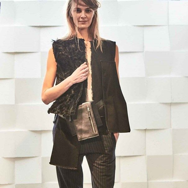 VOGUE PORTUGAL: Cortes assimétricos, materiais inesperados e os acessórios mais apetecíveis da estação: foram os trunfos da coleção de Daniela Barros, na semana de Moda de Londres, com o Portugal Fashion.
