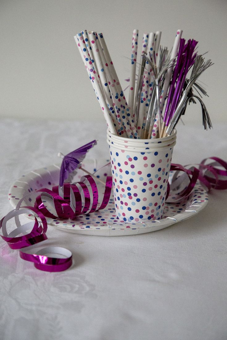 NEW YEAR'S EVE DECORATION Inspirational material for New year's eve. Table setting, table decoration and DIY. #Newyearseve #inspiration www.PhanDental.com https://www.facebook.com/phandentalyeg https://twitter.com/PhanDental