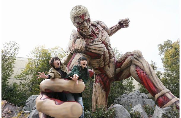 """USJに「進撃の巨人」の声優陣が来場!ミカサ&アルミンが""""巨人の餌""""に"""