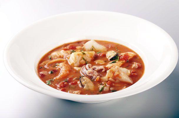 Zuppa di pesce alla francese (bouillabaisse) - Parliamo di Cucina- La zuppa di pesce francese, chiamata bouillabaisse, è una ricetta di origine marinara. Preparata con pesci misti, come tutti i piatti che discendono dalla tradizione della cucina povera